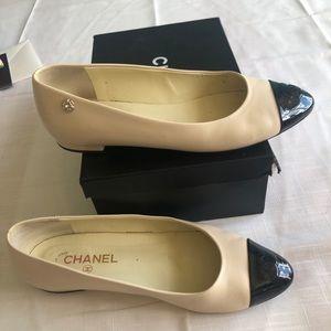 Chanel beige black flats size 9 /40